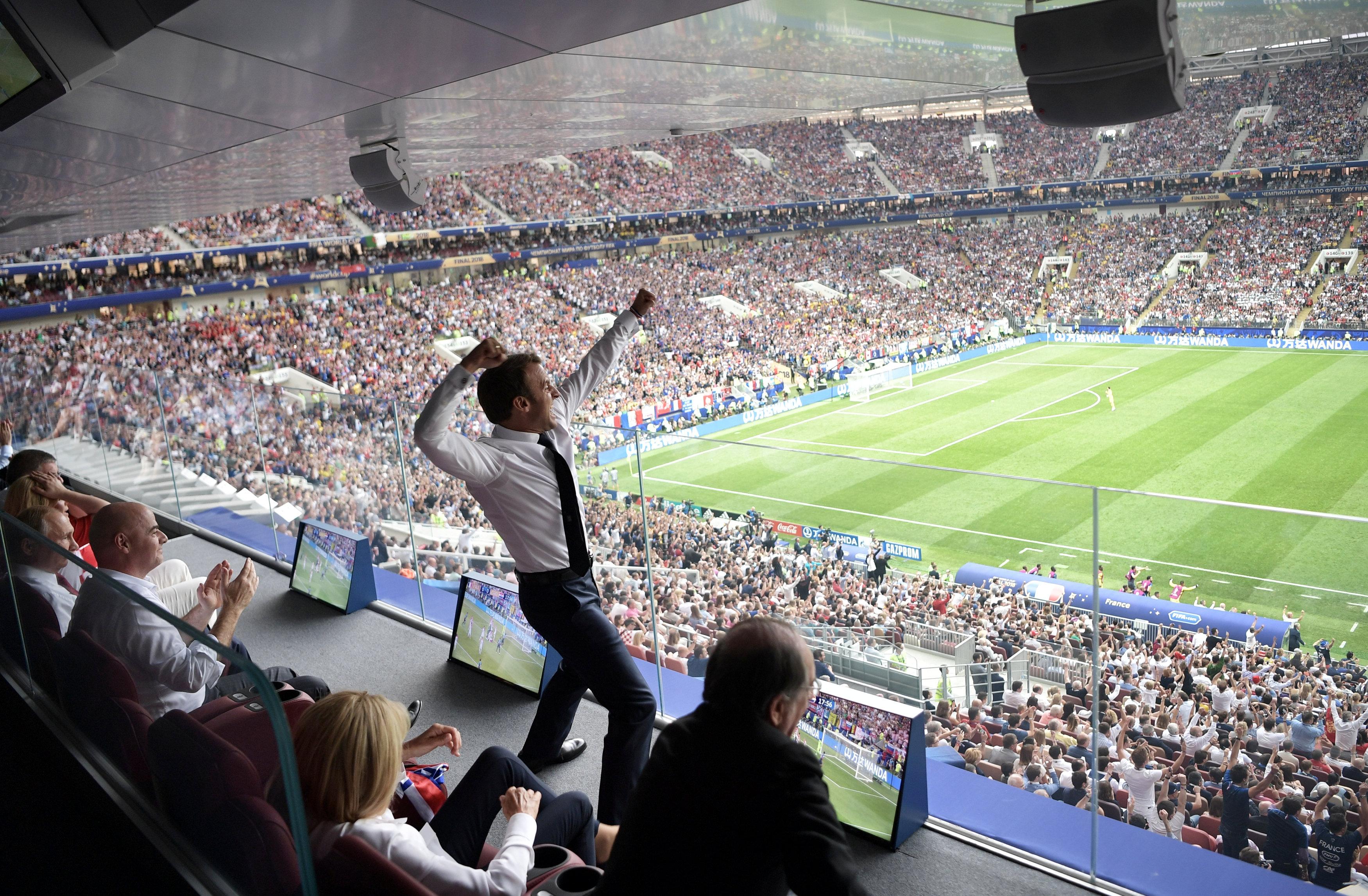 فرحة الرئيس الفرنسى