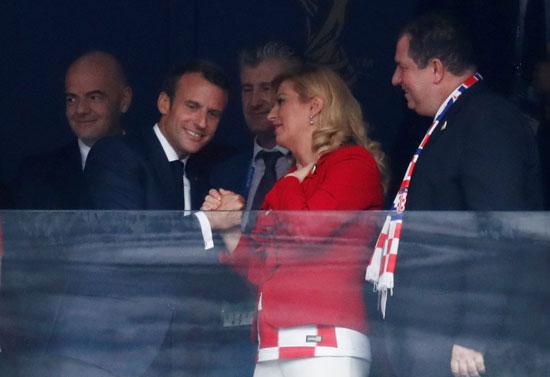 مصافحة ماكرون ورئيسة كرواتيا