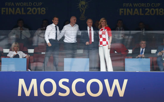 رئيسة كرواتيا وماكرون ورئيس الفيفا وبوتين