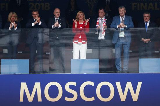 رئيسة كرواتيا وسط بعض الزعماء فى مدرجات نهائى كأس العالم