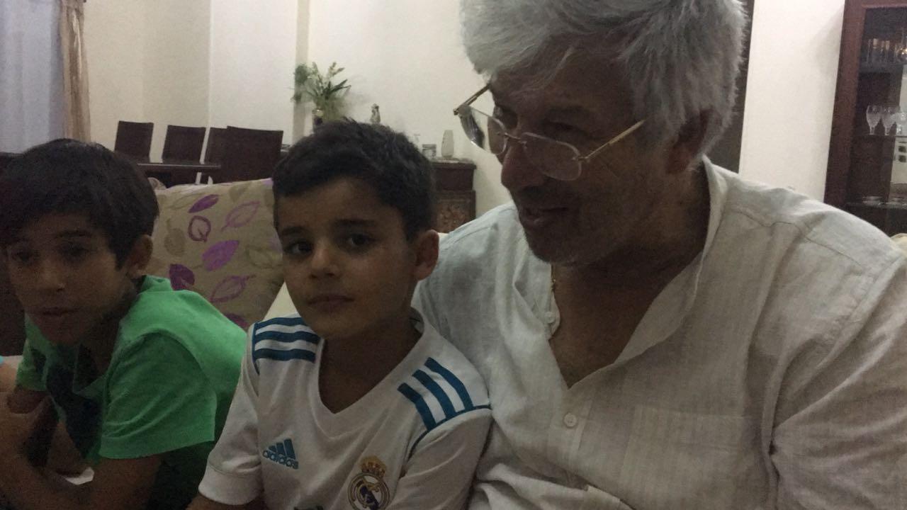 طفل الشروق مع جده