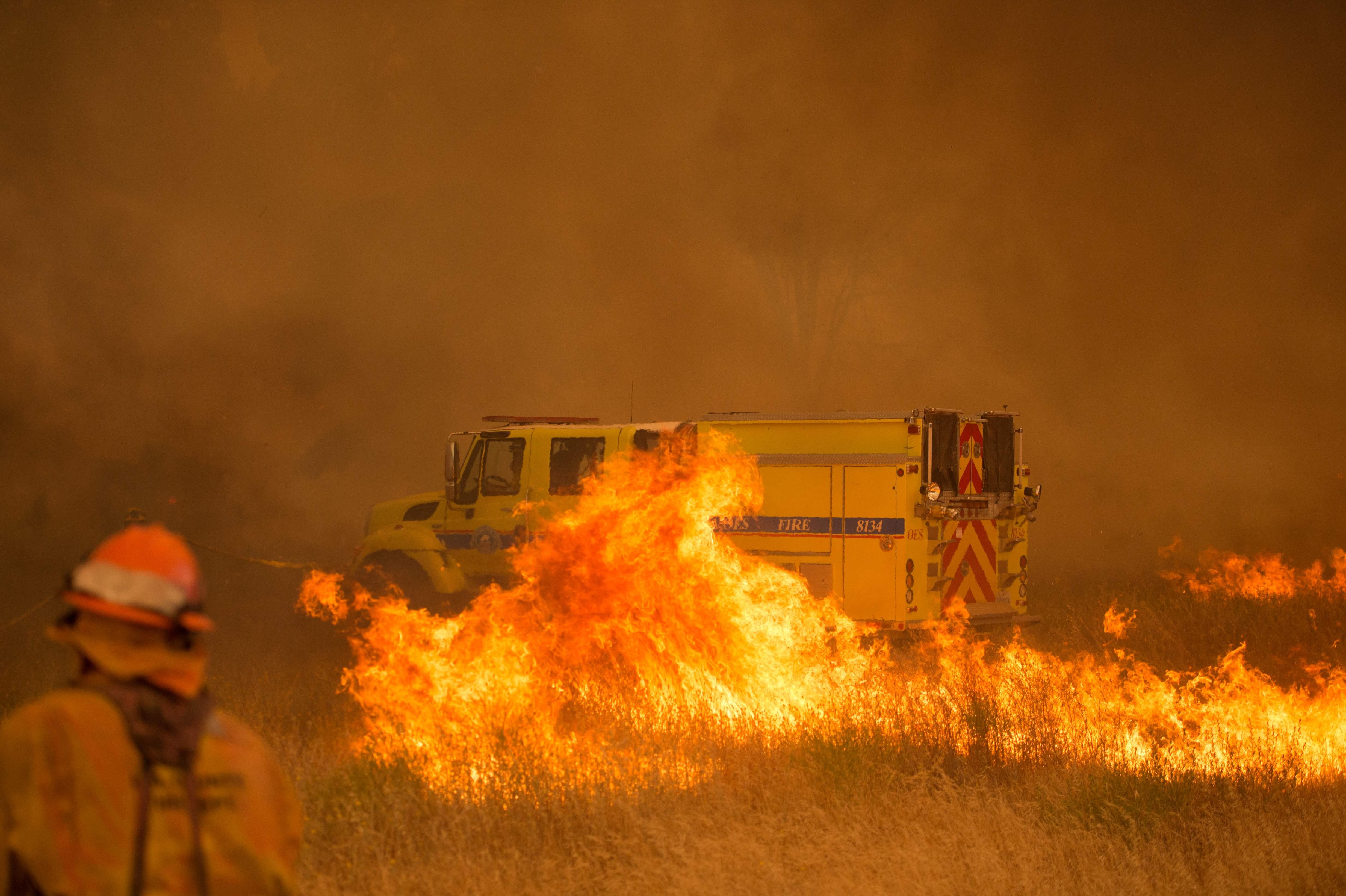 اشتعال النيران في السيارة