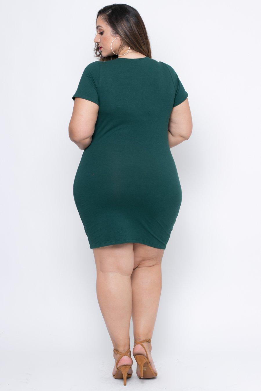 فتاة سمينة باللون الفيروزى