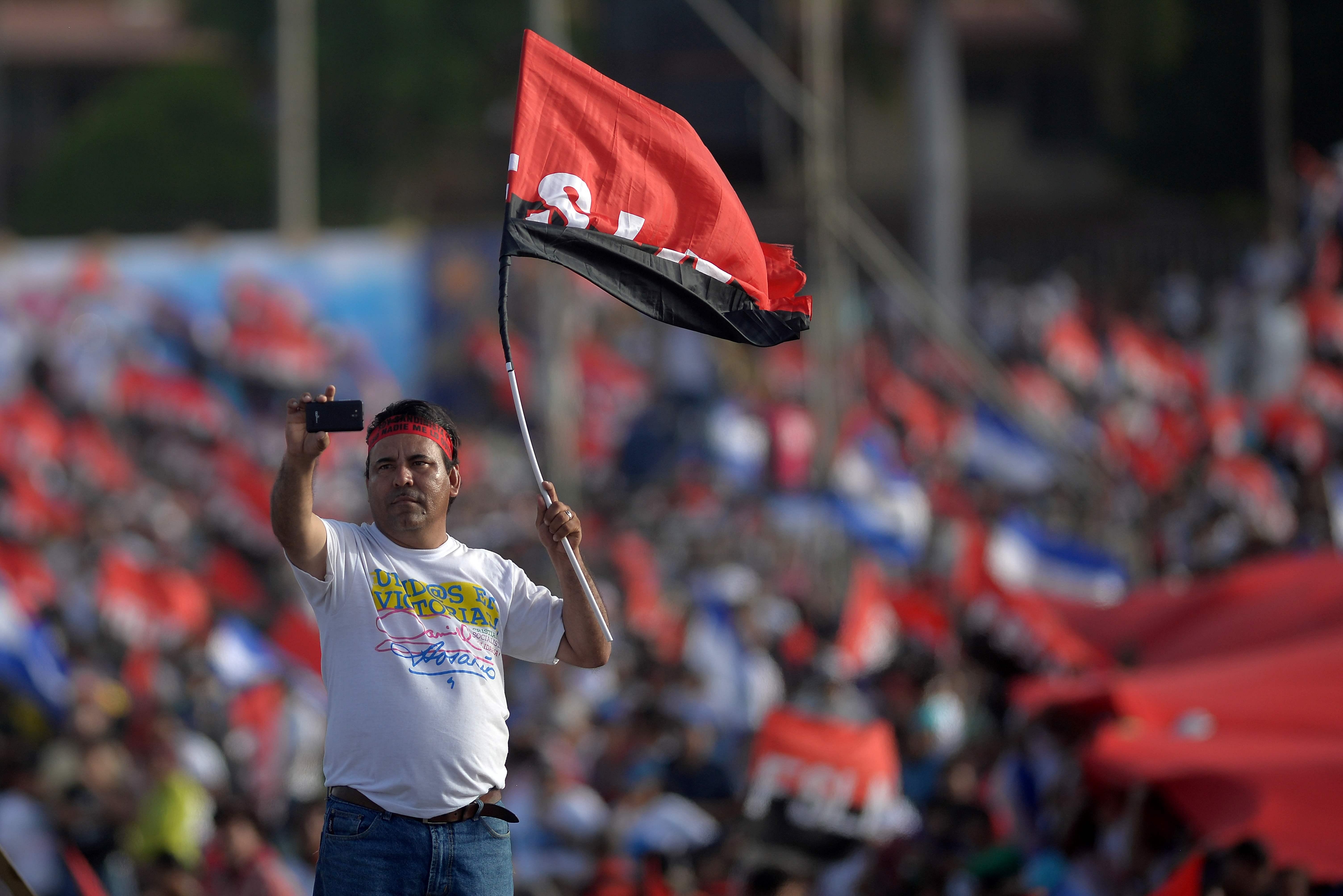 أحد مؤيدى رئيس نيكاراجوا دانييل أورتيجا