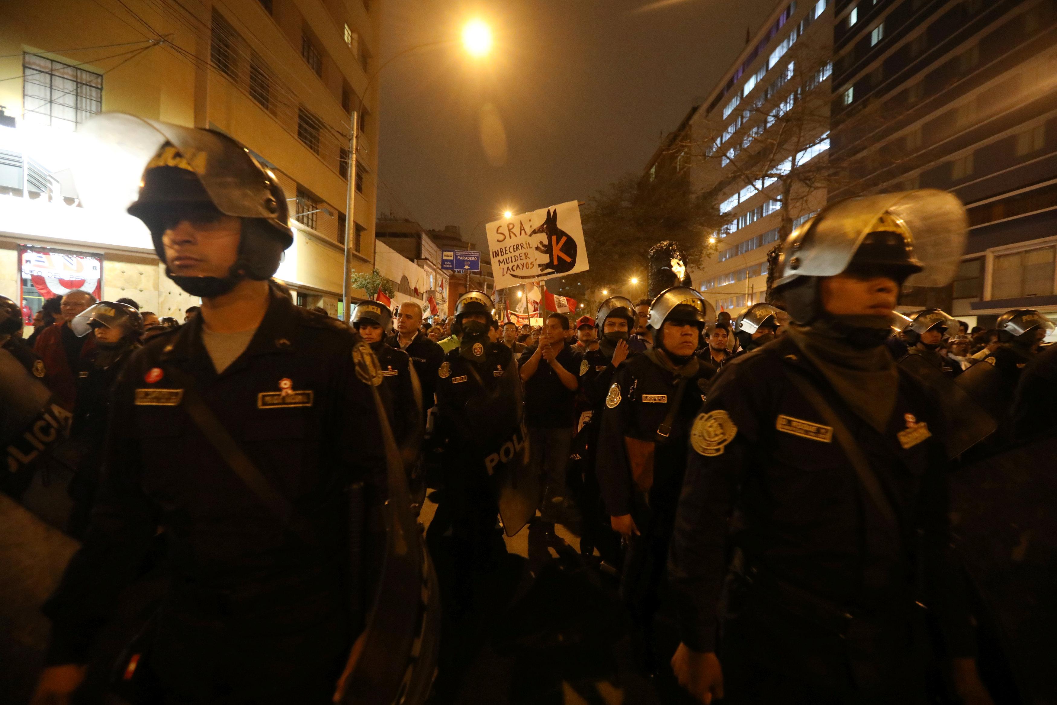 مسيرة فى بيرو ضد الفساد