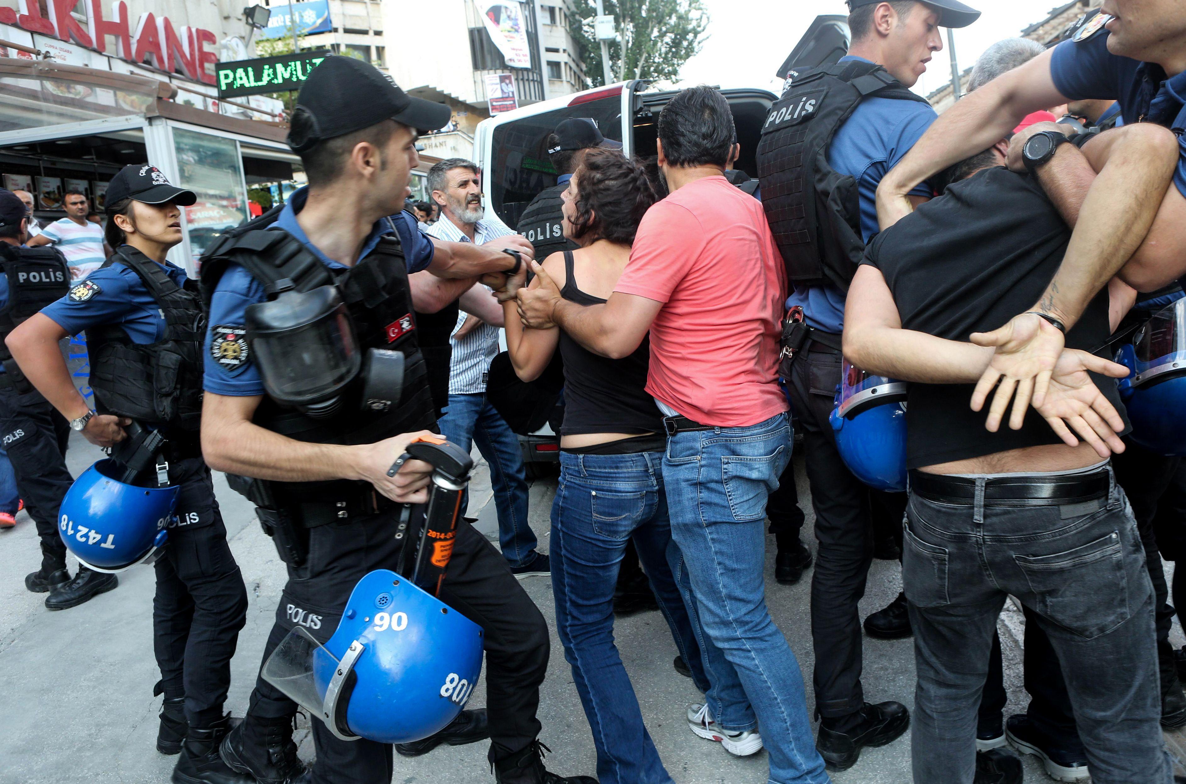 اعتقال فيتات