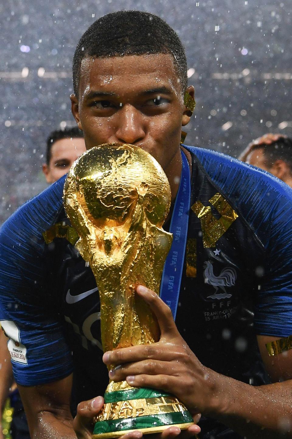 مبابي وقبلة لكأس العالم