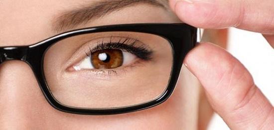 12f5f303b أسباب ضعف النظر المفاجئ وأطعمة لتعزيز صحة الرؤية - اليوم السابع