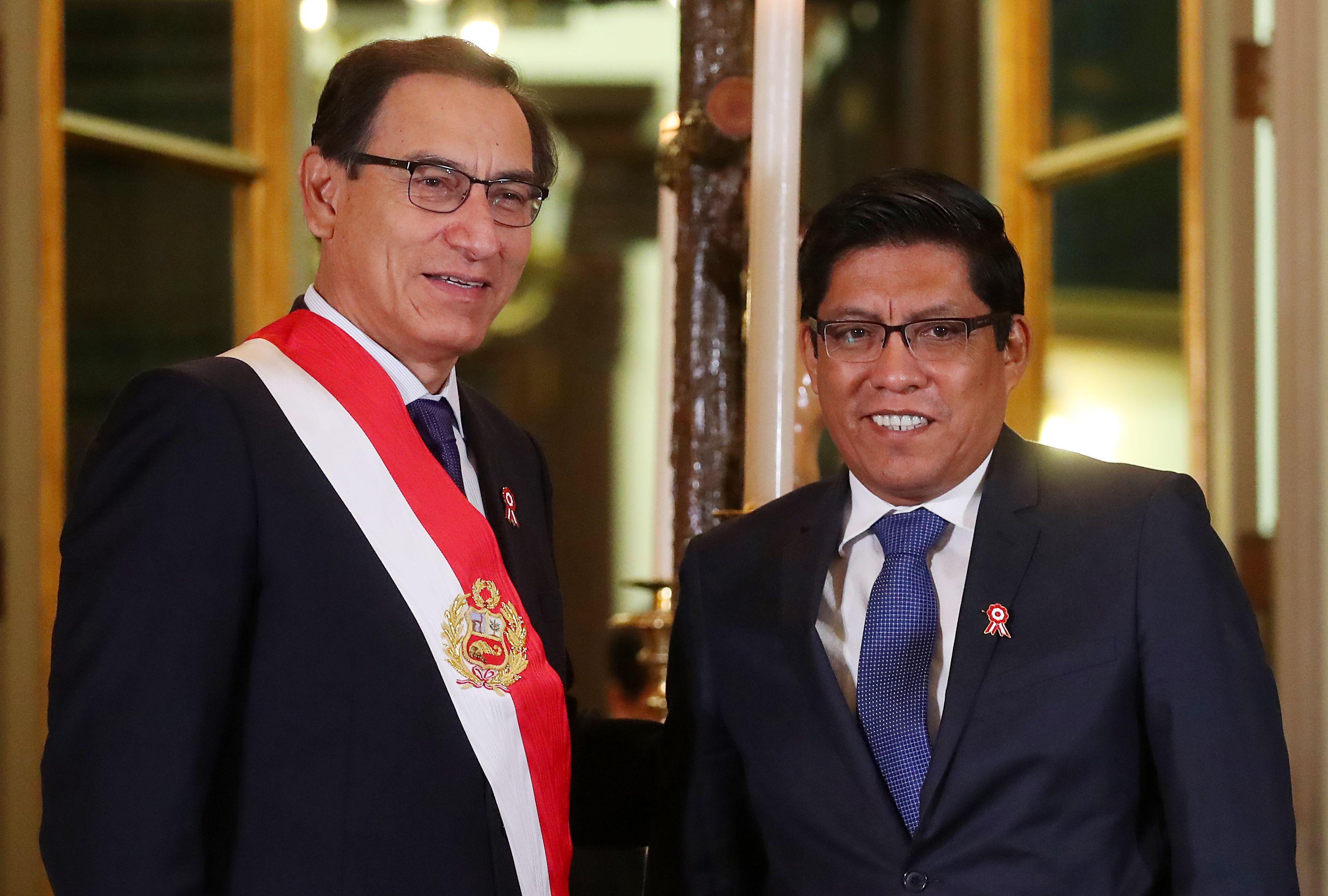 وزير العدل الجديد فيسينتي زايبلوس  والرئيس في بيرو