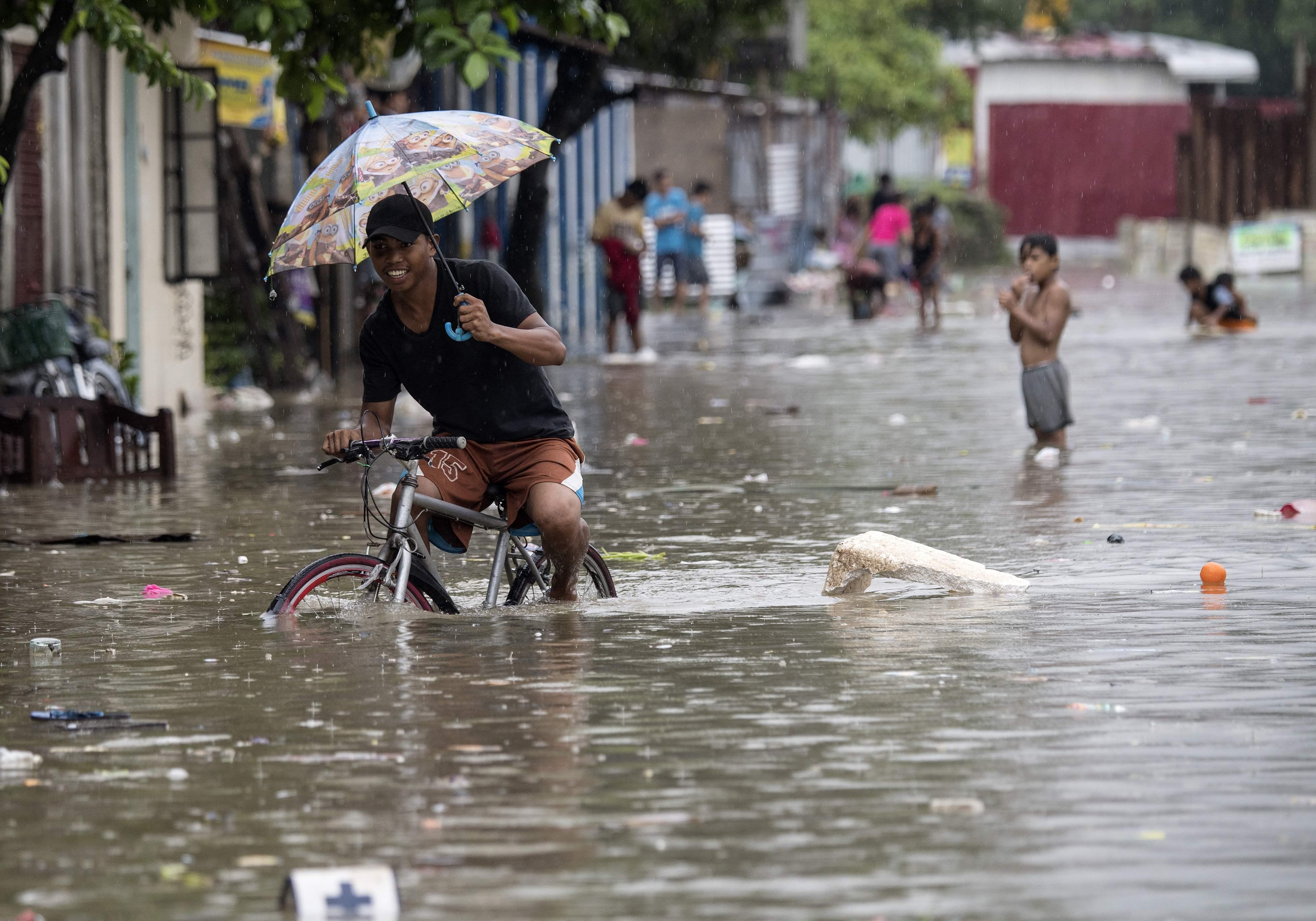 فلبينى وسط الفيضانات