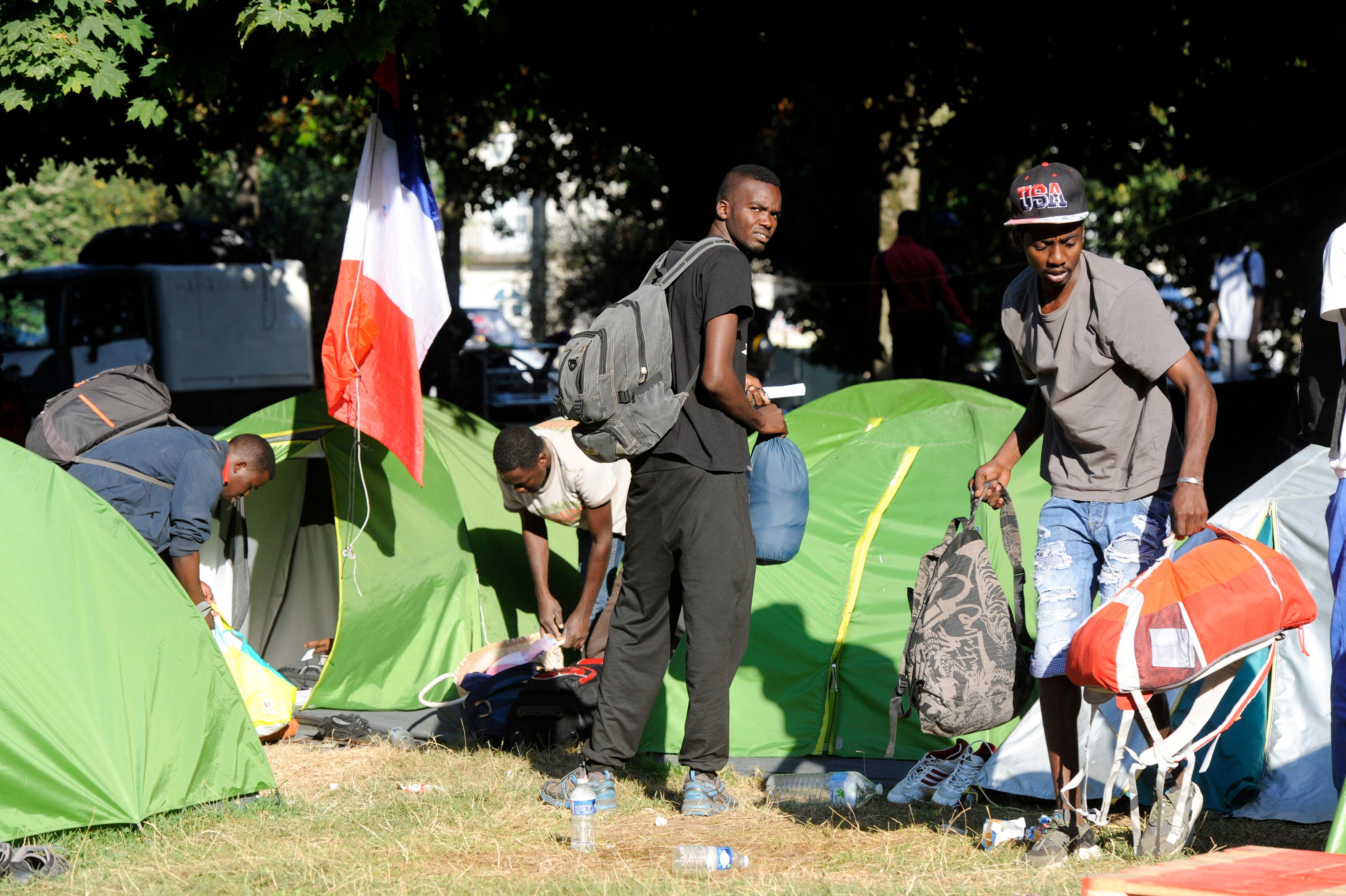 مخيم للاجئين فى فرنسا