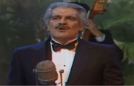 عمر-الشريف-يغني--(4)