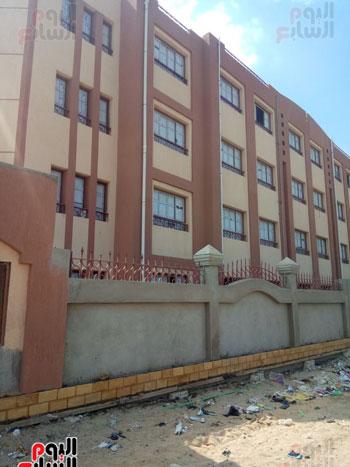 مبانى المدرسة