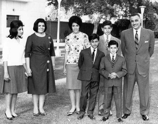 صور نادرة للزعيم جمال عبد الناصر مع عائلته