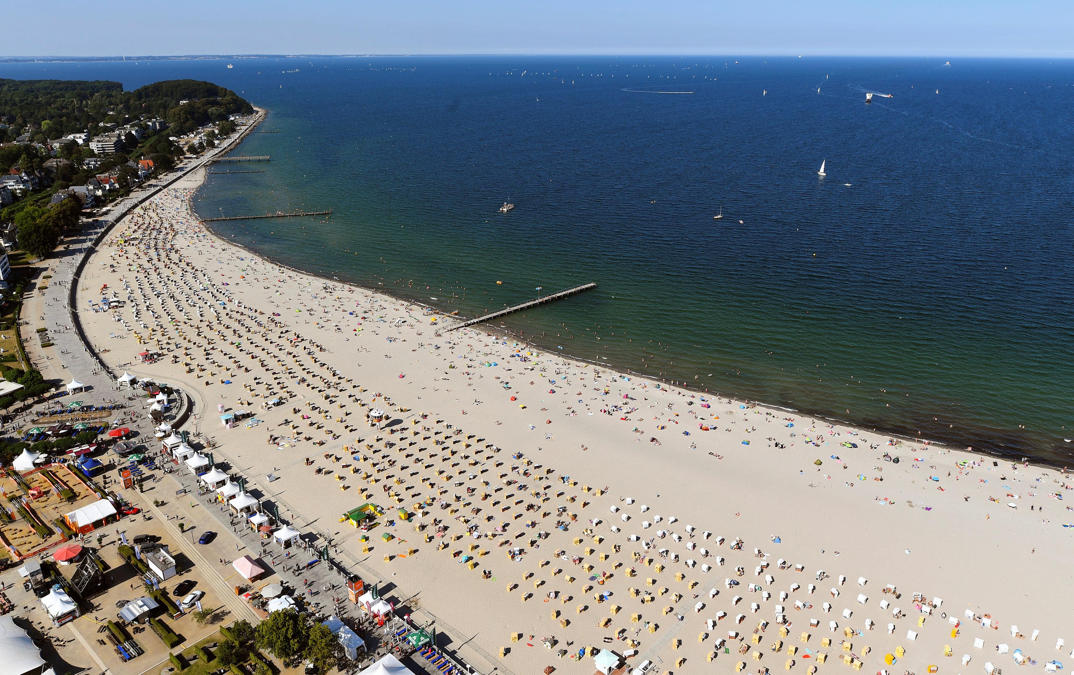 زحام على الشواطئ