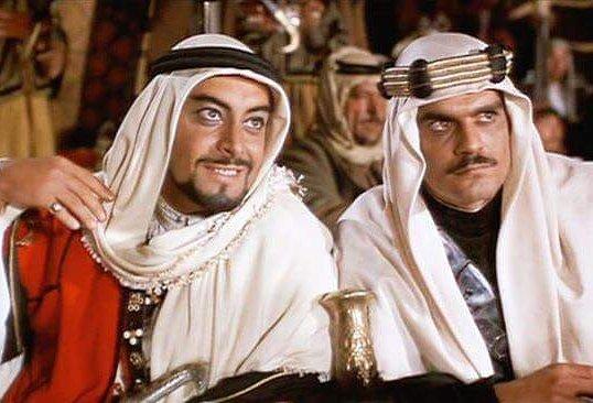 جميل راتب وعمر الشريف من فيلم لورانس العرب