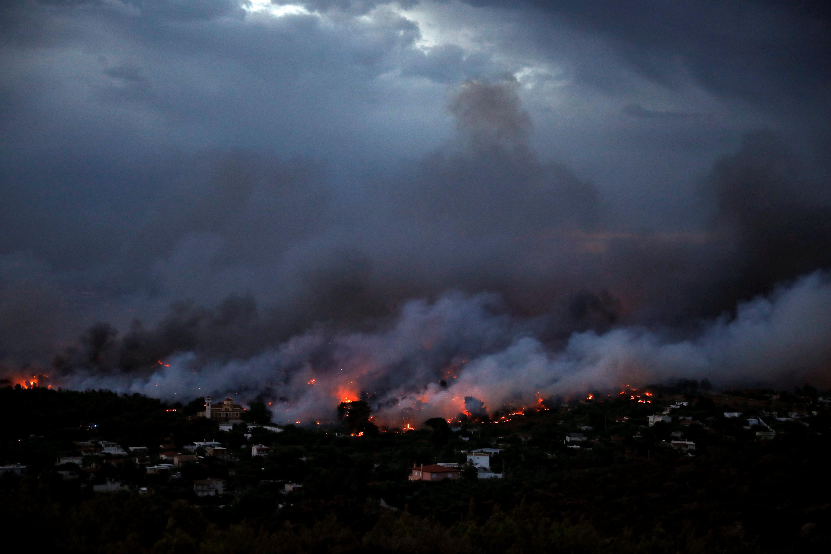 حرائق الغابات فى اليونان