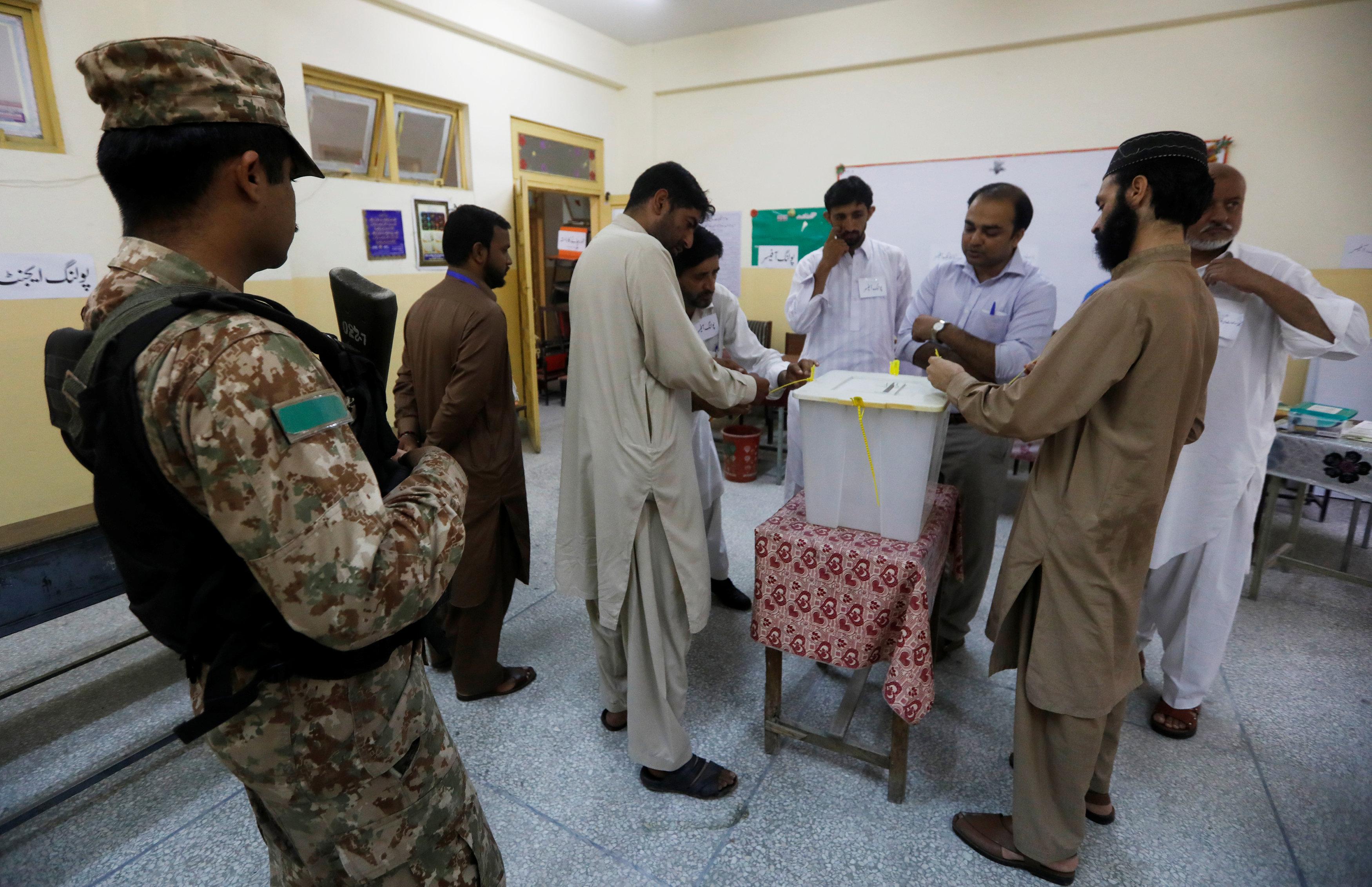 جانب من عمليات التصويت