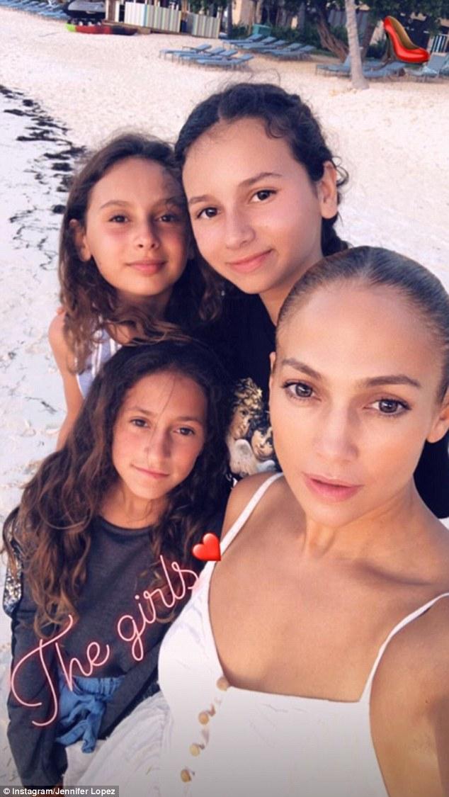 لوبيز و ابنتها و طفلتي رودريجيز