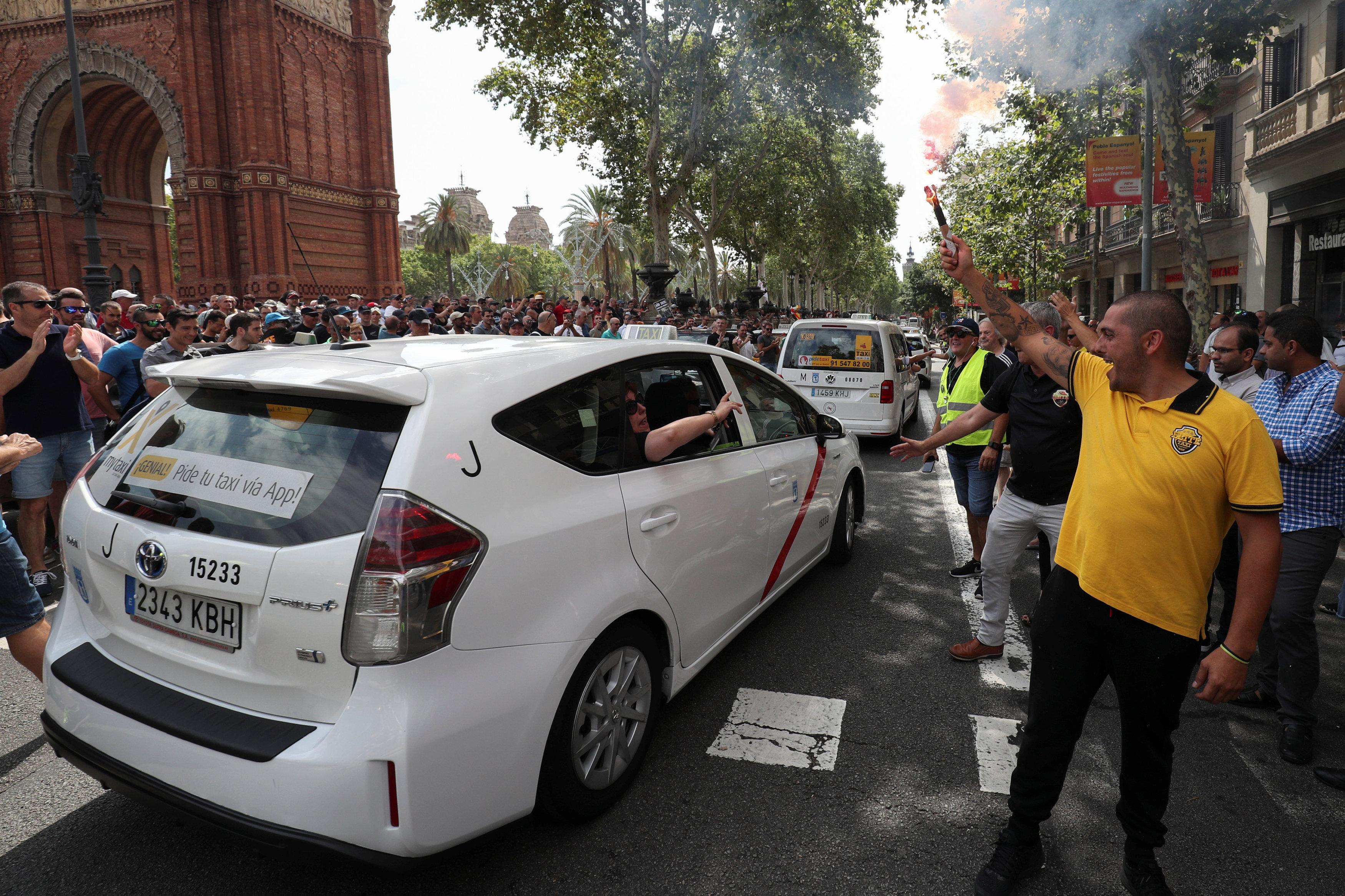 احتجاجات سائقى سيارات الأجرة