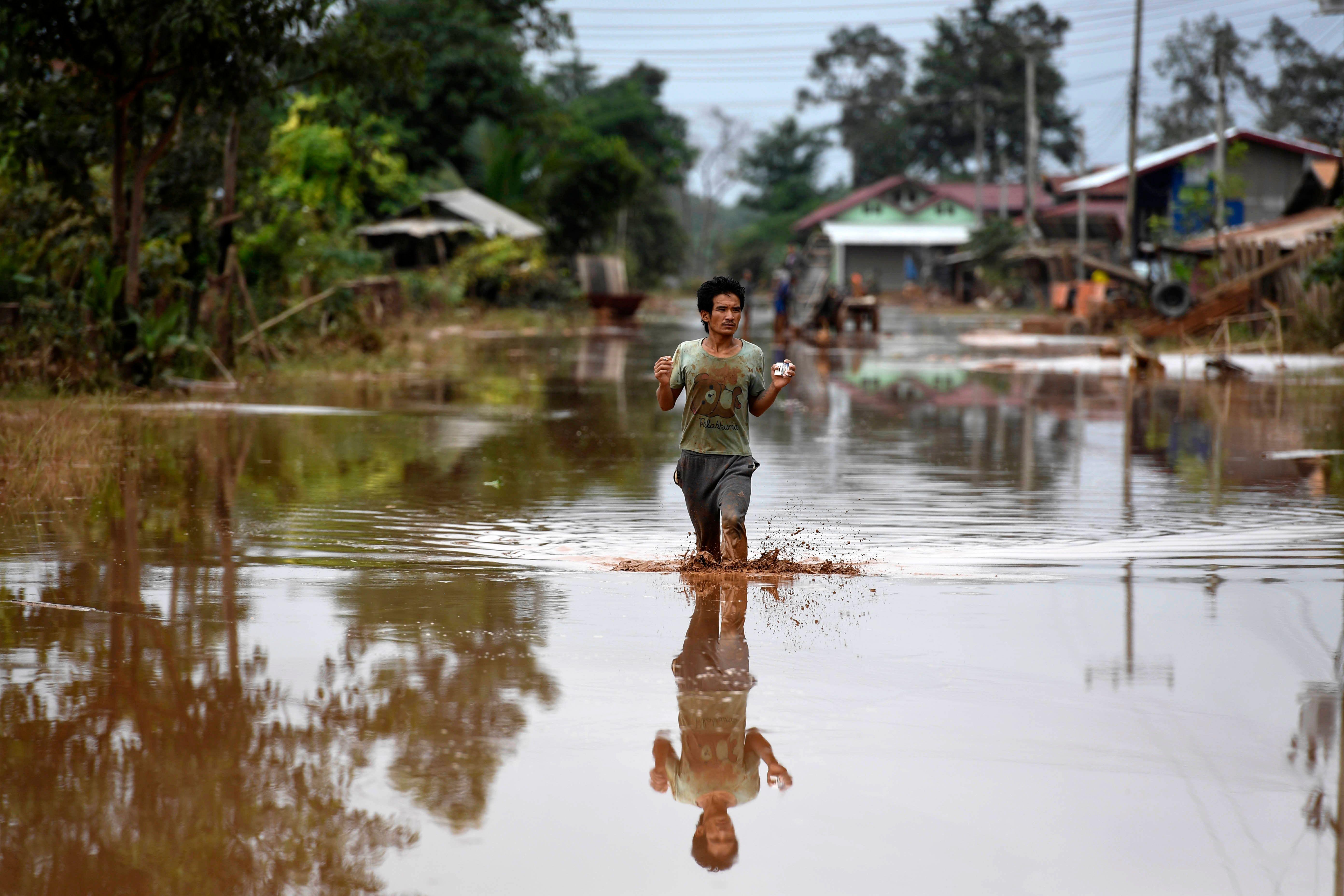 المواطنون وسط الفيضانات