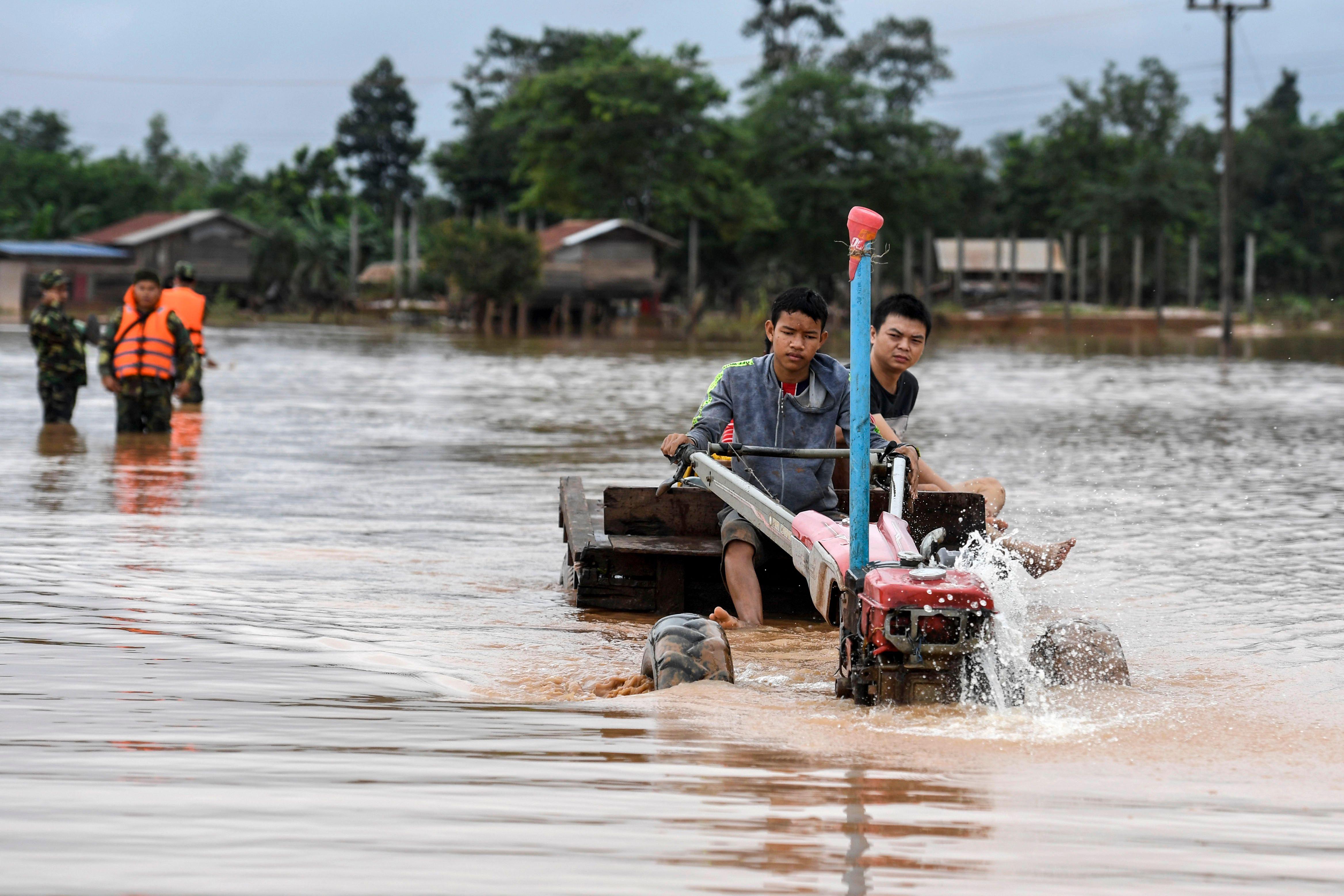 غرق قرى بسبب انهيار السد