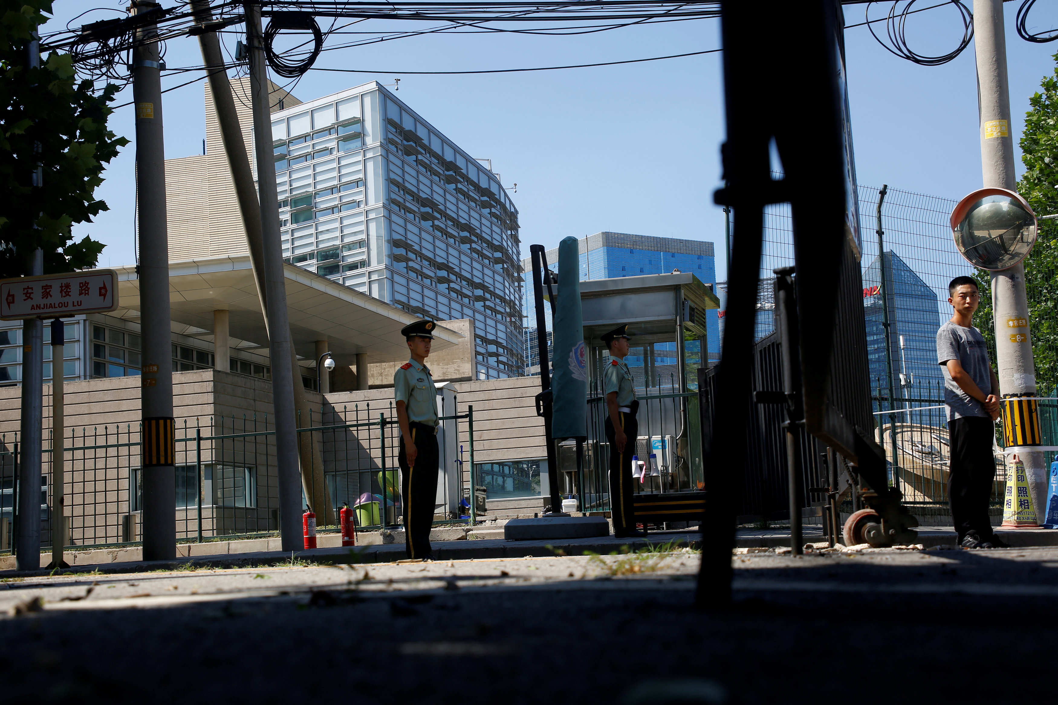 الشرطة الصينية تطوق مكان الحادث