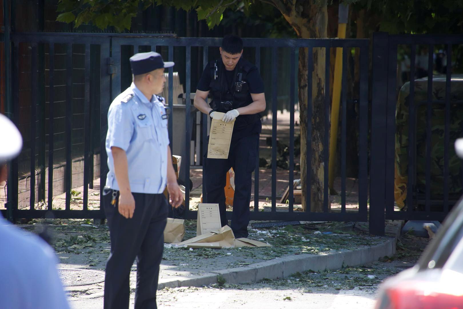 الشرطة الصينية بمحيط الحادث