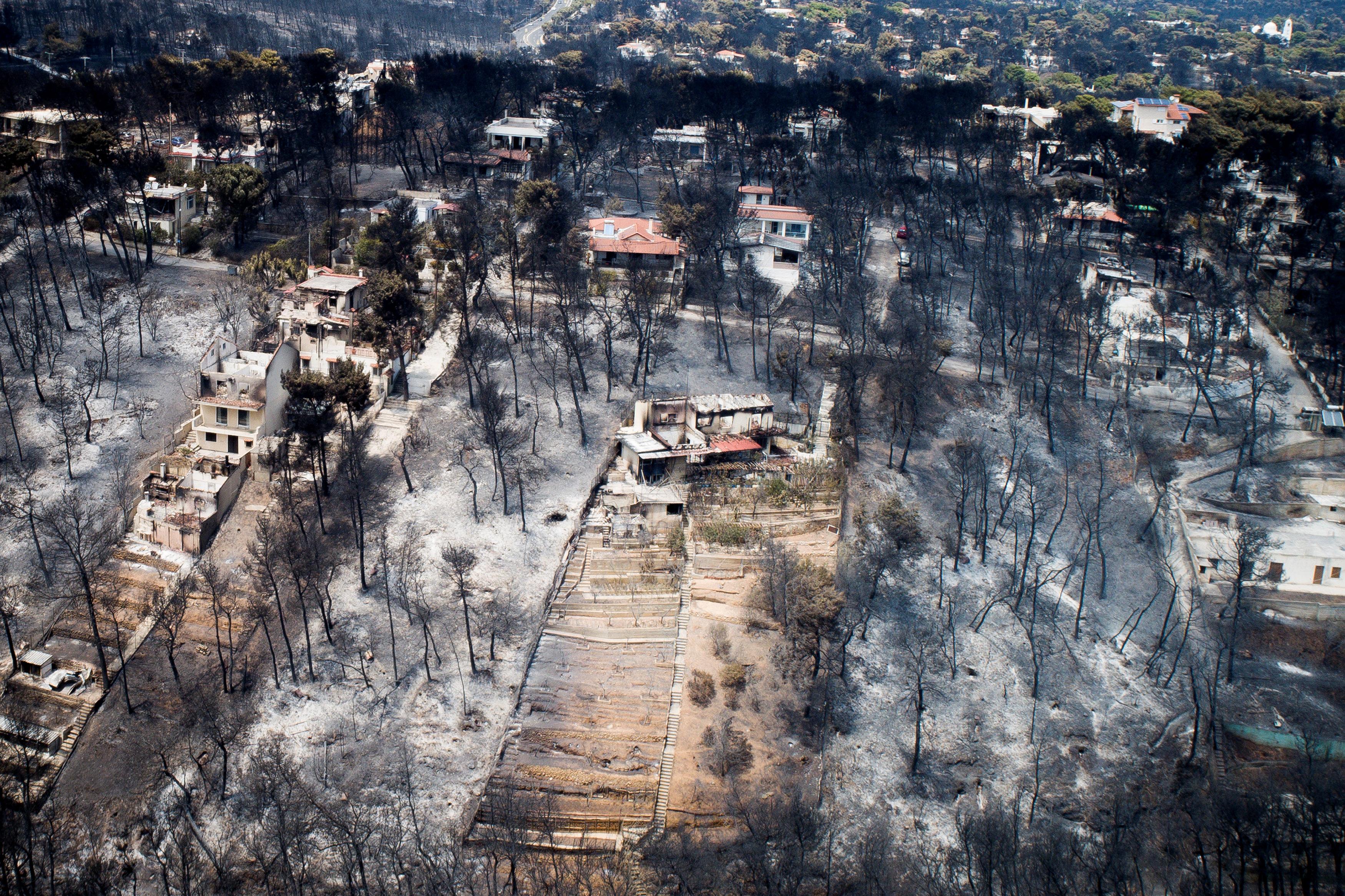 النيران تدمر الأماكن