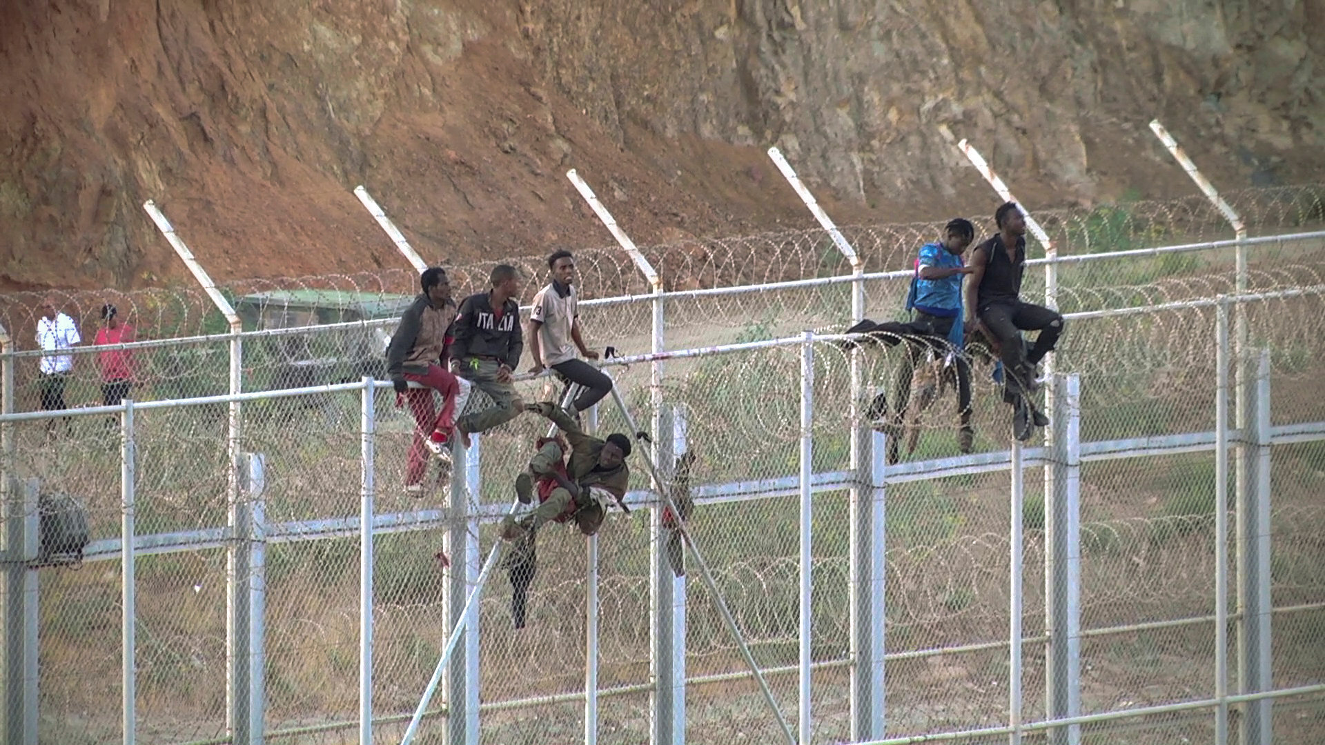المهاجرين عبر الحدود