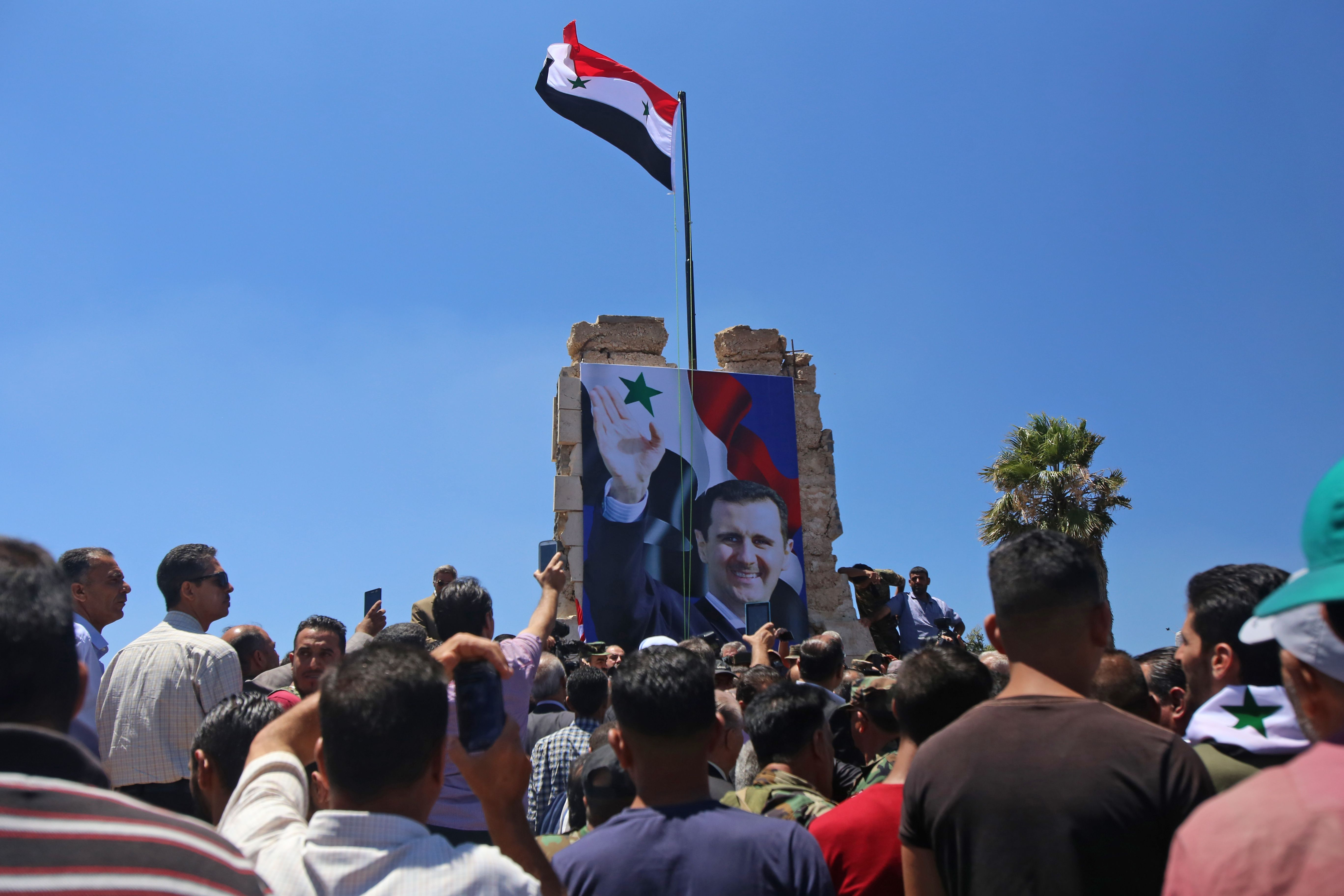 صور بشار الأسد خلال الاحتفالات