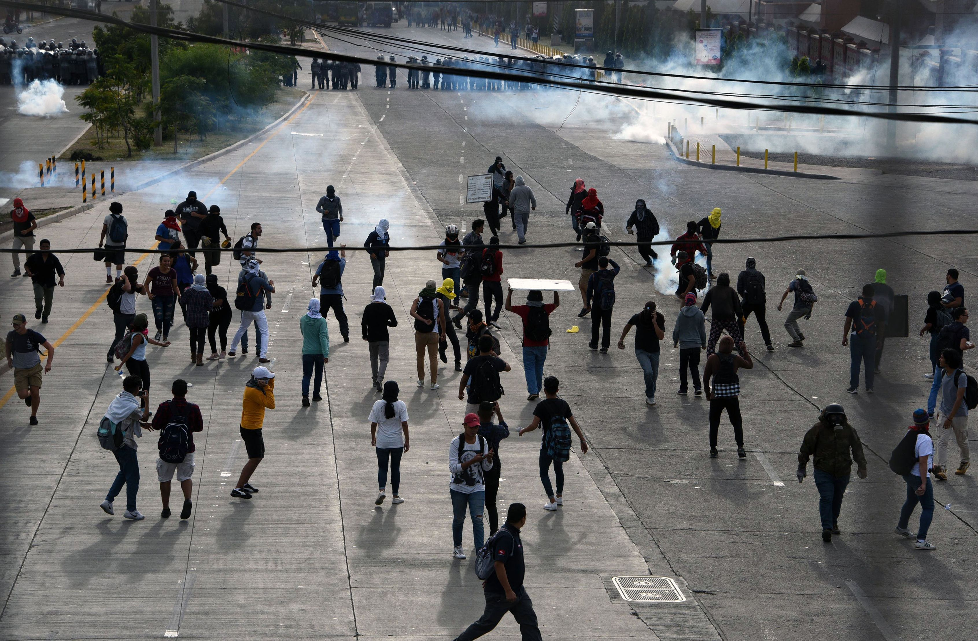 اطلاق الغاز المسيل للدموع