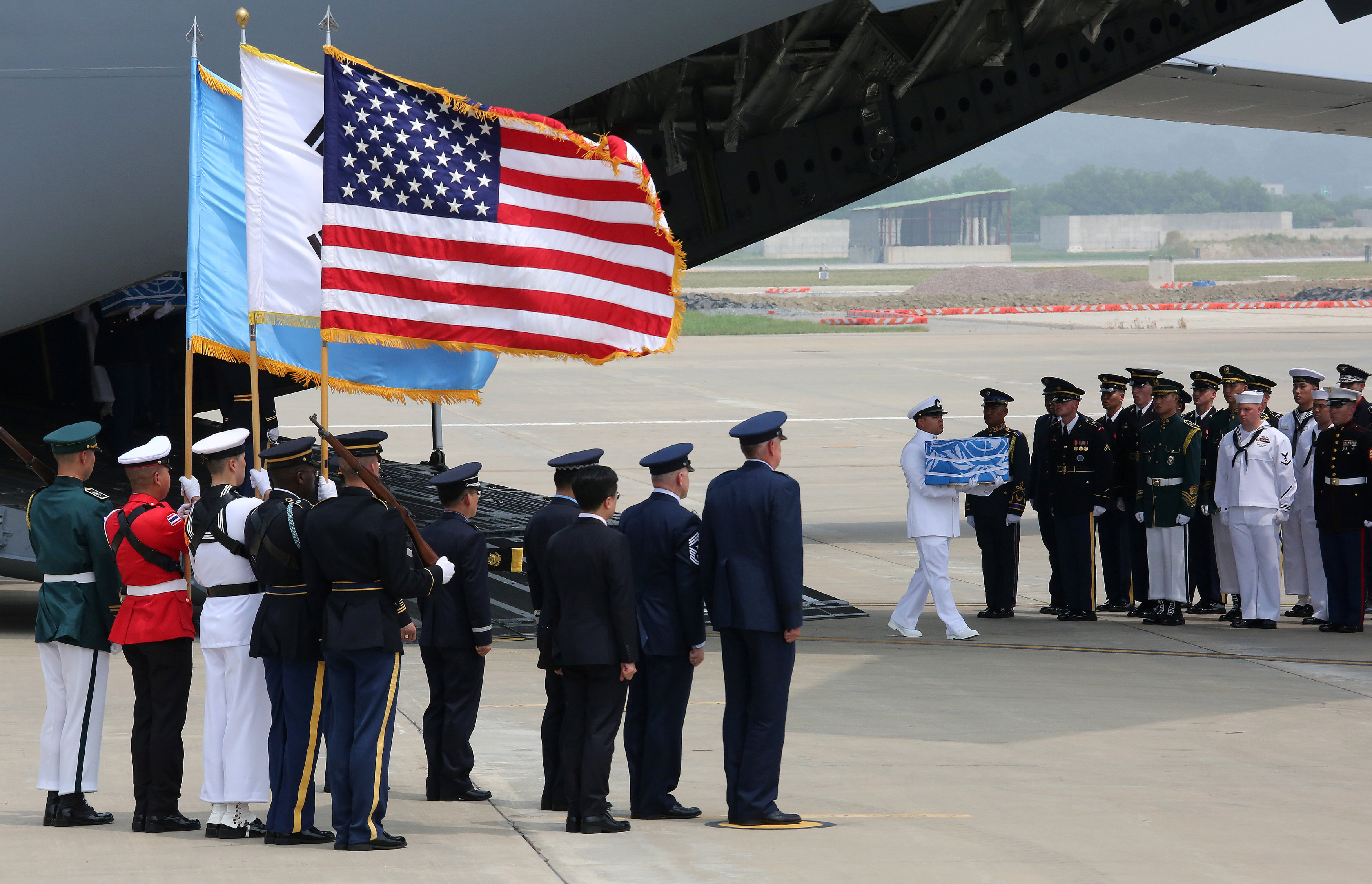 استقبال عسكرى لرفات الجنود
