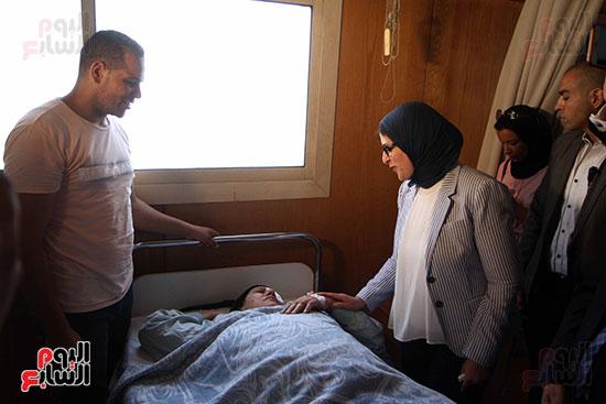 هالة زايد وزيرة الصحة تصل معهد الرمد لمتابعة مبادرة القضاء على قوائم الانتظار (9)