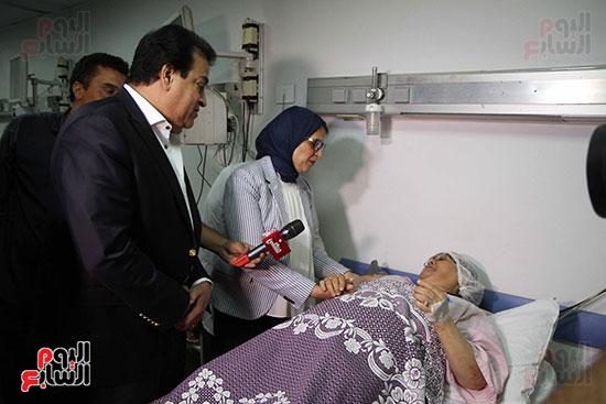 هالة زايد وزيرة الصحة تصل معهد الرمد لمتابعة مبادرة القضاء على قوائم الانتظار (32)