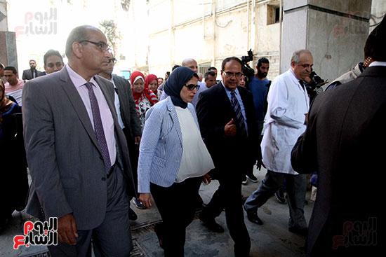 هالة زايد وزيرة الصحة تصل معهد الرمد لمتابعة مبادرة القضاء على قوائم الانتظار (6)