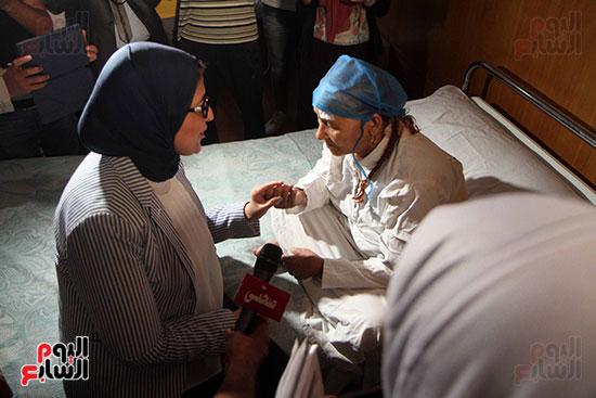 هالة زايد وزيرة الصحة تصل معهد الرمد لمتابعة مبادرة القضاء على قوائم الانتظار (10)