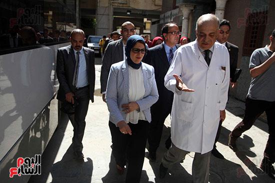 هالة زايد وزيرة الصحة تصل معهد الرمد لمتابعة مبادرة القضاء على قوائم الانتظار (19)