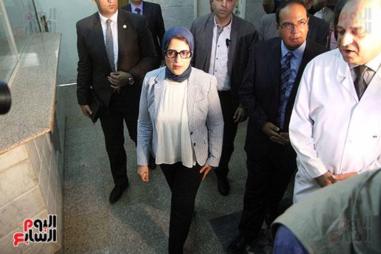 هالة زايد وزيرة الصحة تصل معهد الرمد لمتابعة مبادرة القضاء على قوائم الانتظار (7)