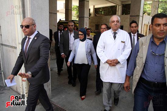هالة زايد وزيرة الصحة تصل معهد الرمد لمتابعة مبادرة القضاء على قوائم الانتظار (16)