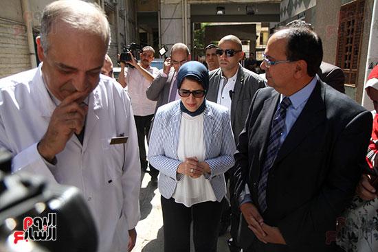 هالة زايد وزيرة الصحة تصل معهد الرمد لمتابعة مبادرة القضاء على قوائم الانتظار (4)
