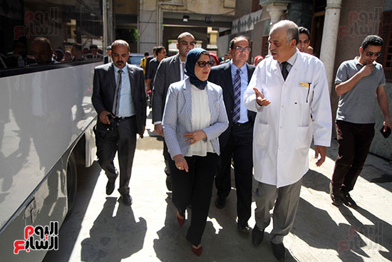 هالة زايد وزيرة الصحة تصل معهد الرمد لمتابعة مبادرة القضاء على قوائم الانتظار (18)