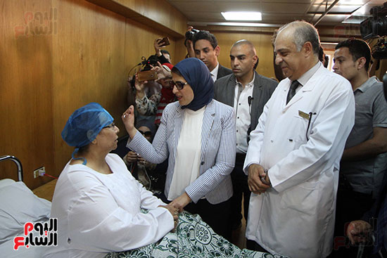هالة زايد وزيرة الصحة تصل معهد الرمد لمتابعة مبادرة القضاء على قوائم الانتظار (14)