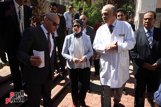 هالة زايد وزيرة الصحة تصل معهد الرمد لمتابعة مبادرة القضاء على قوائم الانتظار (20)