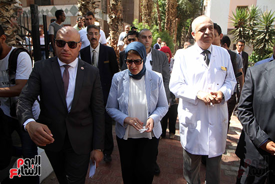 هالة زايد وزيرة الصحة تصل معهد الرمد لمتابعة مبادرة القضاء على قوائم الانتظار (22)