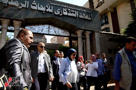 هالة زايد وزيرة الصحة تصل معهد الرمد لمتابعة مبادرة القضاء على قوائم الانتظار (27)