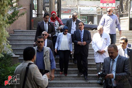 هالة زايد وزيرة الصحة تصل معهد الرمد لمتابعة مبادرة القضاء على قوائم الانتظار (3)