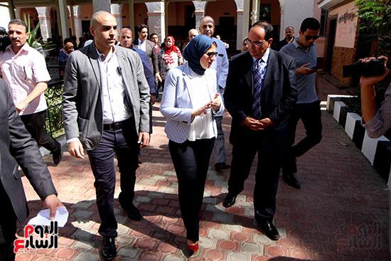 هالة زايد وزيرة الصحة تصل معهد الرمد لمتابعة مبادرة القضاء على قوائم الانتظار (26)