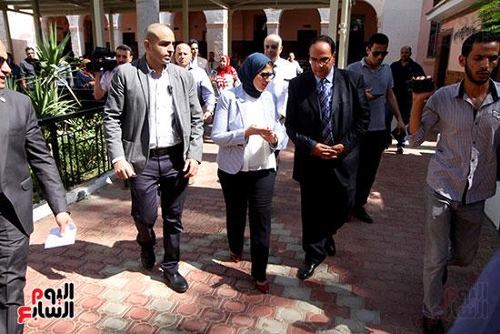 هالة زايد وزيرة الصحة تصل معهد الرمد لمتابعة مبادرة القضاء على قوائم الانتظار (25)