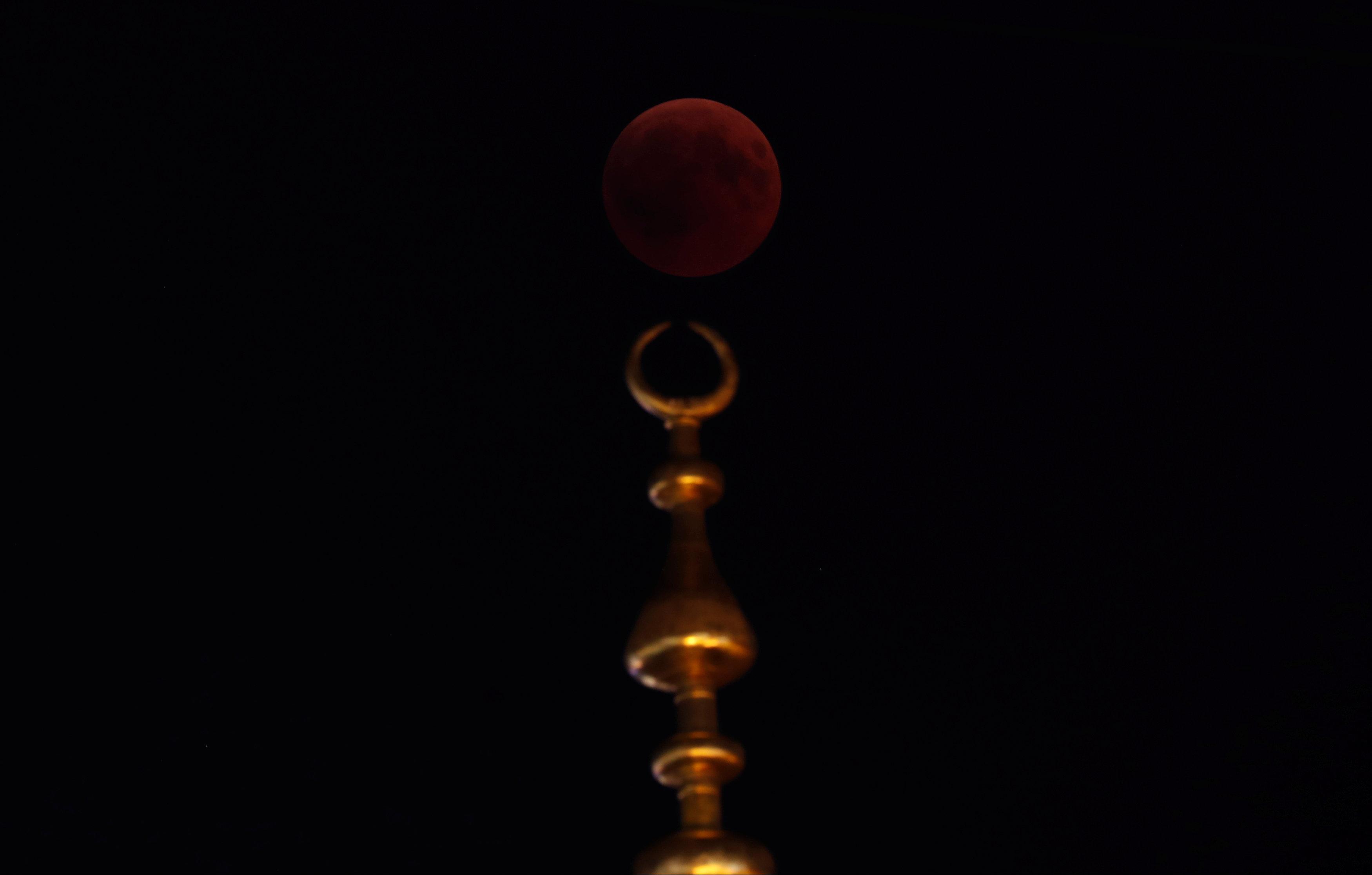 خسوف القمر  في اسطنبول